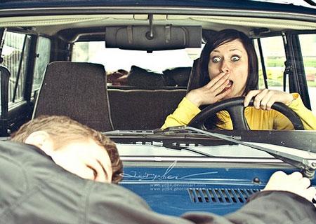 曝国外男女汽车里的那点事图片