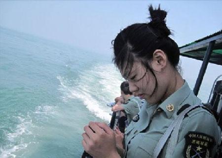 朝鲜 女兵 惊人 一幕 女兵 体检 尴尬 图片 朝鲜 女兵 ...