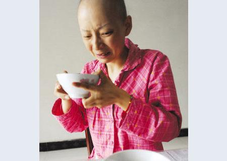 """""""85后""""癌症母亲与病魔斗争"""