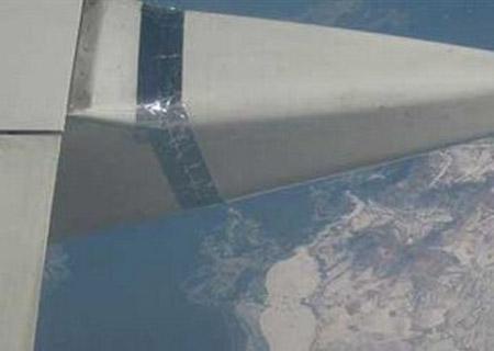 看图说事-曝昆明一飞机机翼绑胶带飞行-搜狐社区