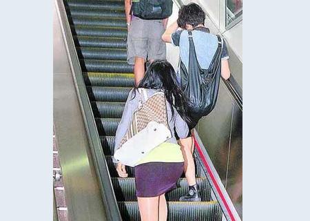 黑妹偷情性爱视频_旅游拍的短裙时尚美女 123街拍网