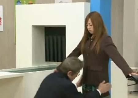 变态日本人过安检; 看日本人如何过安检;