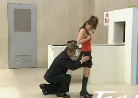 看图说事 看看变态日本人如何过安检