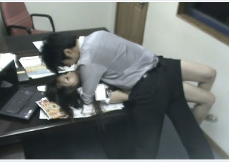 偷拍女白领生活照_[转载]女白领与同事办公室偷情遭偷拍,疑似炒作!