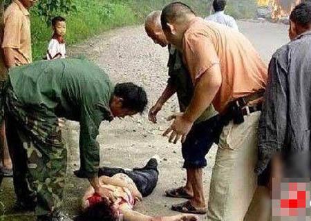 看图说事 车祸爆炸前抢救车内女人全过程实拍